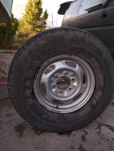 Автозапчасти и аксессуары - Чолпон-Ата: Продаю диск с покрышкой. На запаску. 255/75/R15