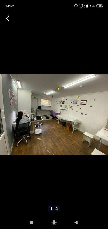 зеркало в комнате в Кыргызстан: Сдается салон красоты в аренду. Состоит из 2 комнат. 35кв.м. +10 кв.м