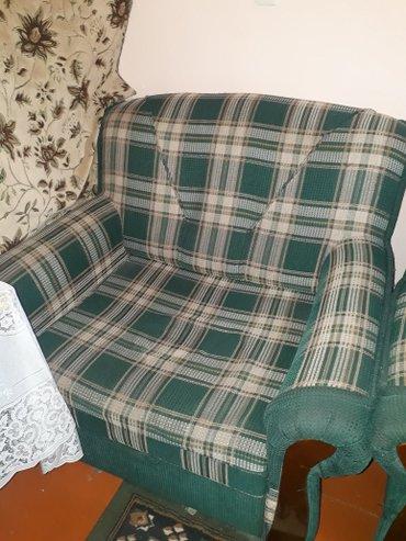 Продаю диван кровать и два кресло кровать вместе со столом. в Бишкек