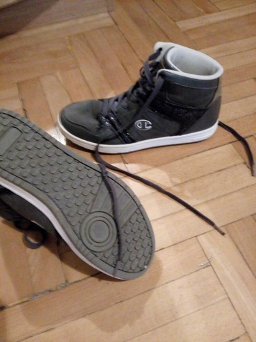 Ženska patike i atletske cipele - Beograd: Ženska patike i atletske cipele