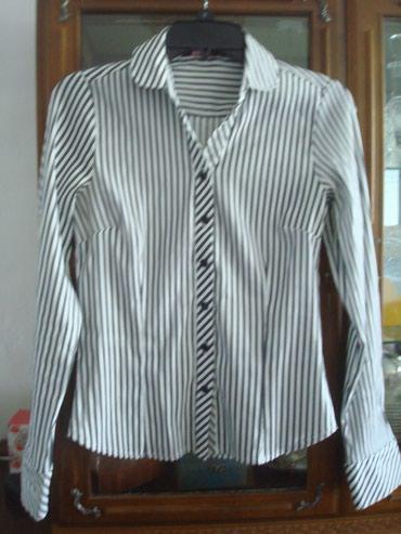 женская рубашка размер м в Кыргызстан: Женская рубашка, размер 42-44 (С-М), отл. сост