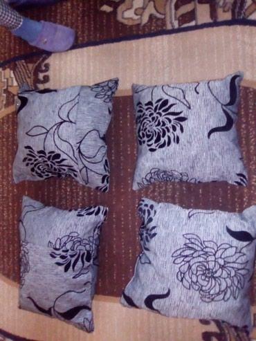 Bunda od pravog krzna - Varvarin: Jastuci od kvalitetnog mebla sivo crni punjeni sundjerom