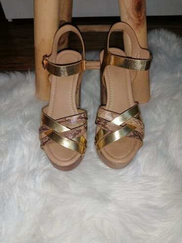 Opet sandale br - Srbija: Zlatne sandale (Opposite), br 37, stikla 12cm, udobne, nosene 2 puta