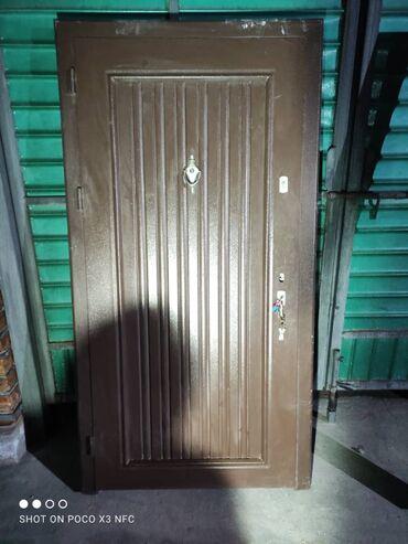 Продаю бронированную дверь  Размеры - 0,9м * 2м Цена - 8 000 сом
