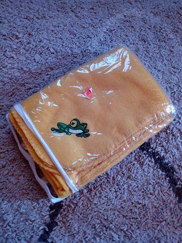 Pantalone nezno zute boje - Srbija: Lagano cebence,zute boje sa žabicom. Dimenzije:79cmX110cm