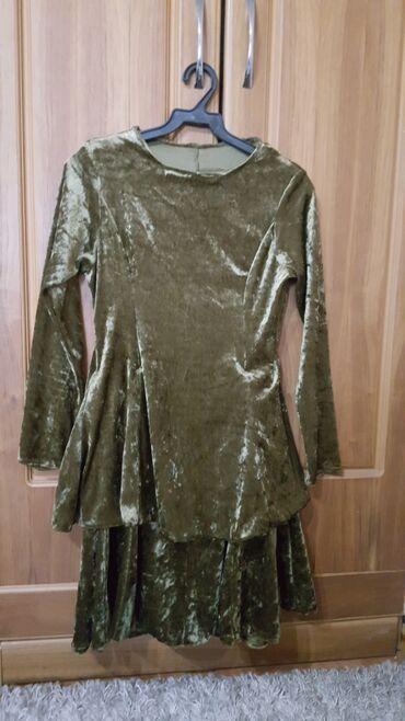 платья из велюра в Кыргызстан: Платье б/у размер 40-42 на стройную девушку цвет темно зеленый велюр