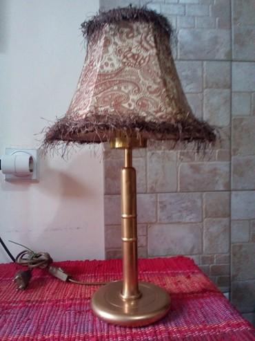 Rasveta | Nis: Zlatna lampaPostolje i stub su od metala, visine 27cm. Ukupna visina