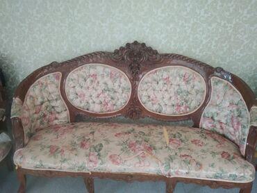 Mebel toplam wekilde satilir, stolun graginda girig var,divan stullar
