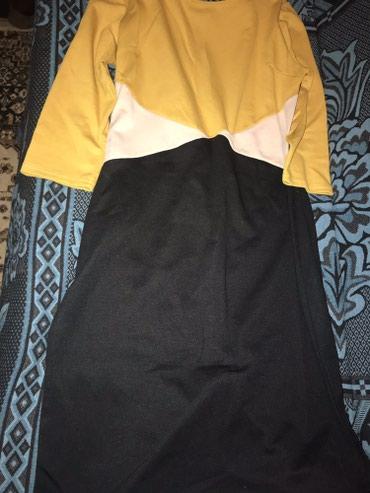 Nova haljina sa etiketom boja trenutno u modi i model kupljena pre - Crvenka