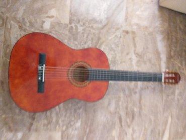 Μια κιθαρα Cortez αξιας 200€ ολοκαινουρια ετοιμη για χρηση