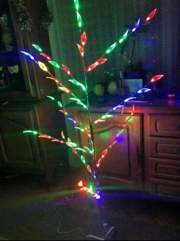 Kuća i bašta - Sombor: Novogodisnje drvo sa listovimaListovi uz pomoc led diodica svetle u