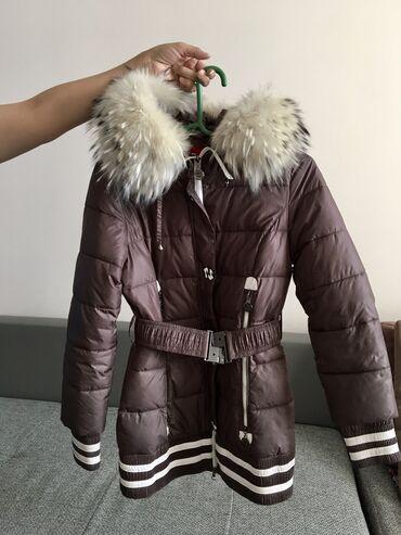 Куртки - Кыргызстан: Продаю зимнюю куртку. Мех капюшона снимается. Материал подкладки - пол