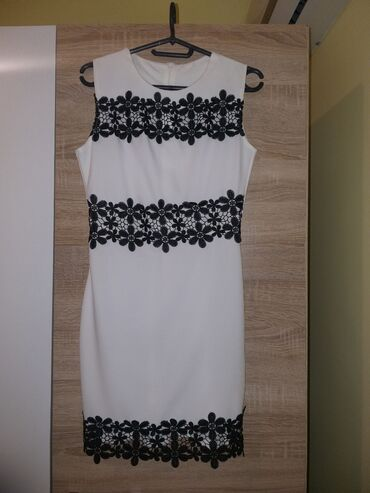 Uska haljina - Srbija: Jednom nošena, očuvana haljinica, sa crnim čipkanim detaljima, prelepo
