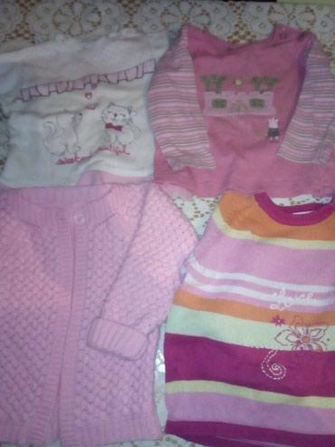 Dečija odeća i obuća - Sid: Dva dzempercica i dve majce. Velicina 12 meseci