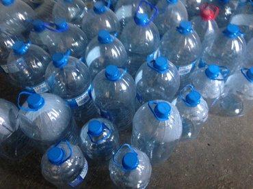 Bakı şəhərində Boş su qabları satıram tem veziyyetde ( plastik) 10  ve 5 litrlik