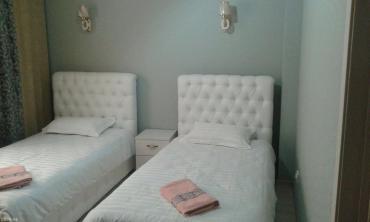 Аренда отелей и хостелов в Кыргызстан: Посуточно-Мини отель расположен в центре г. Бишкек. Все номера Люкс