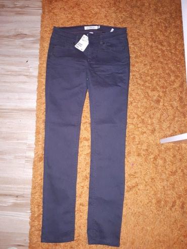 Prelepe pantalone...imaju elastina..uz nogu...sa etiketom..Nove...vel - Sremska Mitrovica