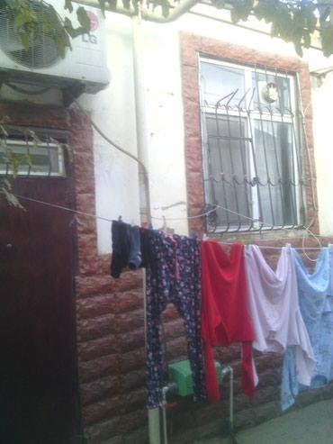 Xırdalan şəhərində Xirdalanda texnikoma yaxin erazide bir otaqli ev satilir.makler