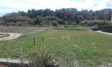Sidari plot of land situated on the main road, close to amenities. A σε Corfu