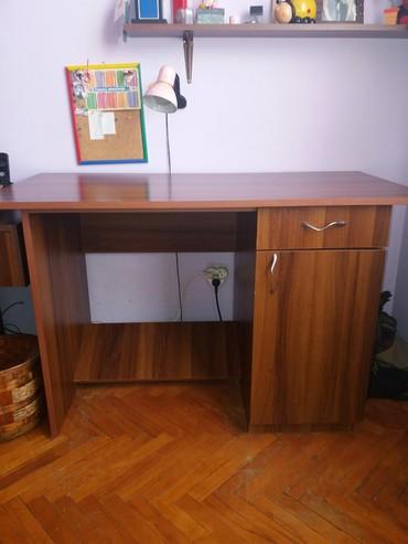 POVOLJNO..+ POKLON....2 radna stola ( imam dva ...levi i desni).Cena - Bor