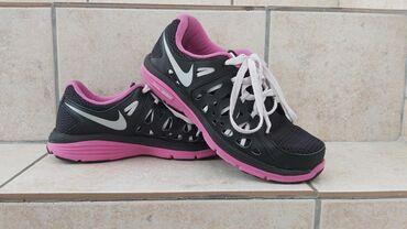 Ženska patike i atletske cipele | Pozarevac: NIKE patike jako ocuvane  Duzina gazista 25,5cm