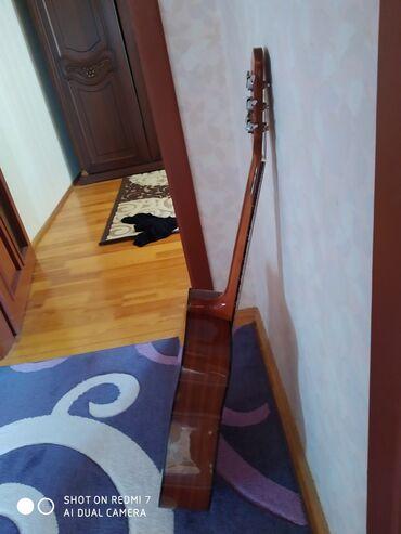 Musiqi alətləri Azərbaycanda: Gitara akustik heç bir problemi yoxdu korpusu temiz taxtadandi simi t