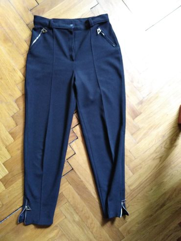 Zenske pantalone, bez ikakvih ostecenja. Velicina 40, dubok struk. - Indija