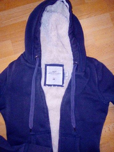 HM dux jakna cela je oblozena krznom iznutra, XS velicina 160