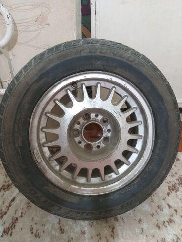 летние шины бу в Кыргызстан: Диск с шинами на БМВ, состояния хорошее, раз 205/65 R15