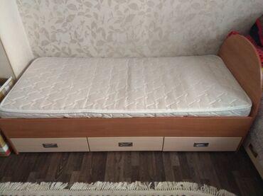 185 объявлений: Продаю детский гарнитур. 2 кровати с матрасом и выдвижными ящиками и