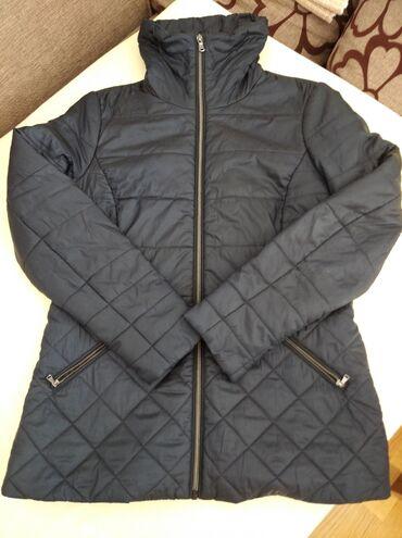 Teget jakna, marka C&A, veoma očuvana. Veličina 38, ali je
