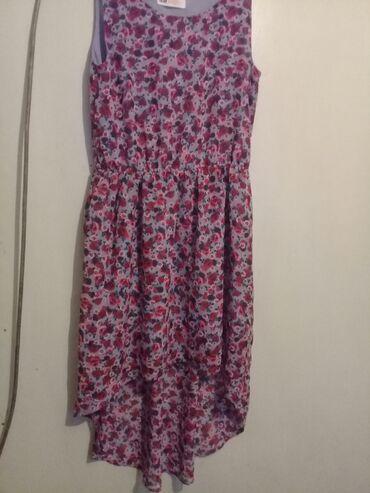 Продаю платье за 200 сом легкое не одевала ни разу маленькое