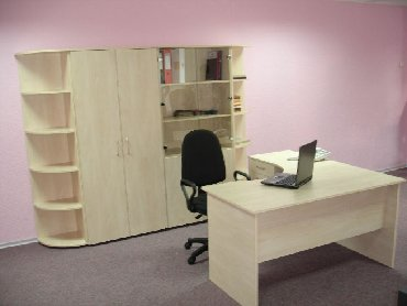 сдача офиса в аренду частной фирме в Кыргызстан: Мебель для офиса.На фото:Стол эргономичный и приставная тумб