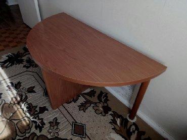 Полукруглый стол, высота670, толщина верхней крышки 35