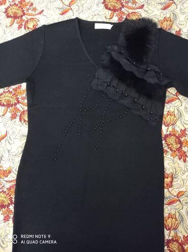 Продаю платье почти новое с нат.мехом 50р