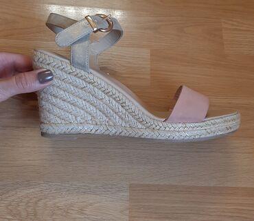 Usluge - Srbija: Sandale su Nove, nijednom nosene, veoma lagane i udobne. Broj je 39 -