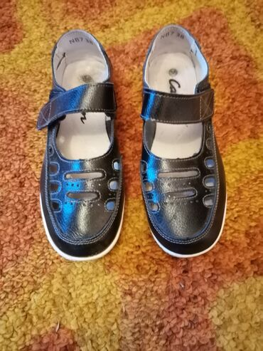 Na prodaju obuca, baletanke, sandale, cizme, jadranke, sva obuca je