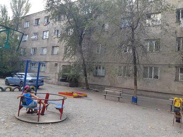 sale odezhda в Кыргызстан: Продаю 1 комнатную гостиничного типа, район Пишпек улица Льва Толстог