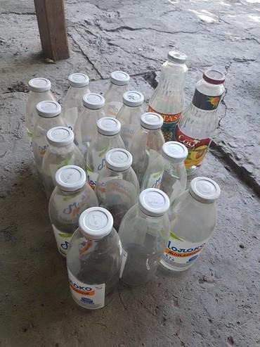 Продам бутылки 0,7л с закручивающими крышками и есть банки,распродаю
