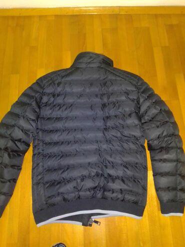 Muska nova jakna. Dobijena na poklon, ali je suprugu mala. Bez ijedne