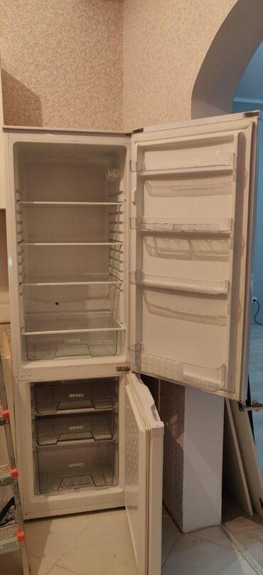 Б/у Двухкамерный Белый холодильник Midea