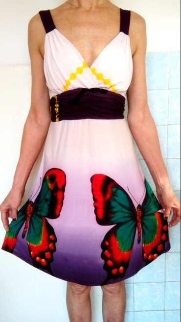 odejda в Кыргызстан: Продам красочное платье. размер: 44-46, l-xl. ткань: мягкий трикотаж