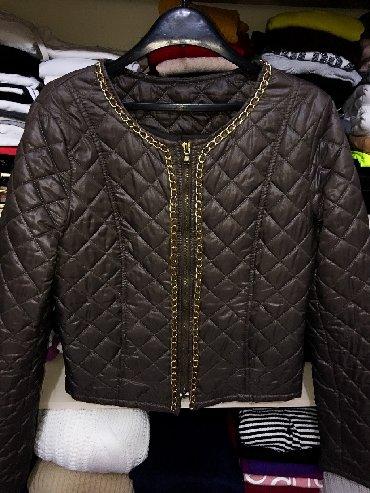 Braon sa - Srbija: Braon jakna sa lancima like Chanel, s