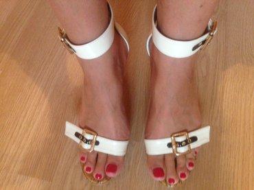 Sandale, belo-krem sa zlatnom snalom. Broj 40, duzina gazista 25cm, vi - Beograd