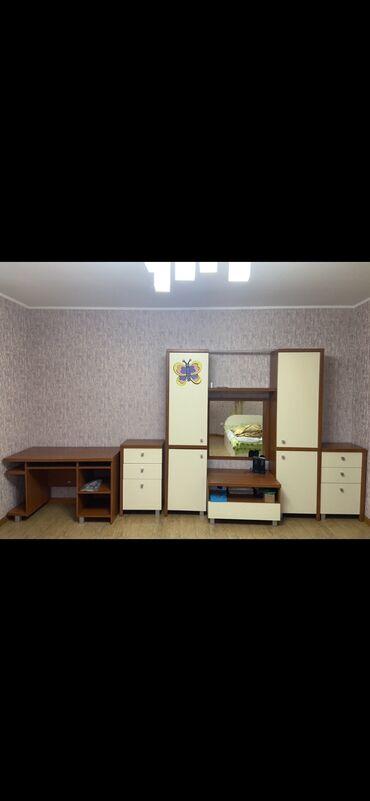 детские в Кыргызстан: Юношеский спальный гарнитур.    В комплекте идет шкаф, две тумбочки, з
