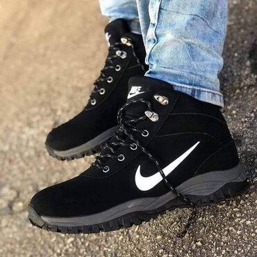 Crne Nike kanadjanke, postavljene krznom, tople i nepromocive