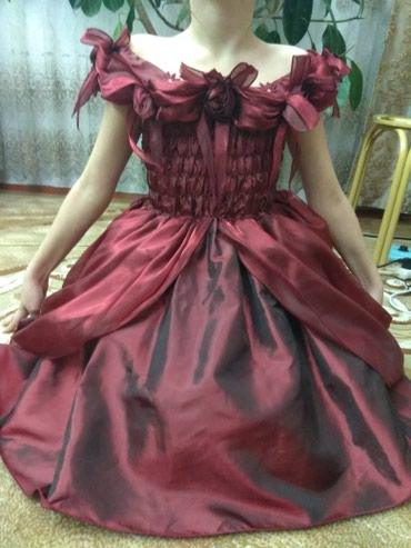Продаю платье б/у на девочку 7-10 лет мы уже выросли,отдам дёшево в Бишкек