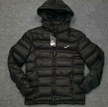 Продаю куртку почти новая Nike. Размер S. На рост 160-170 см