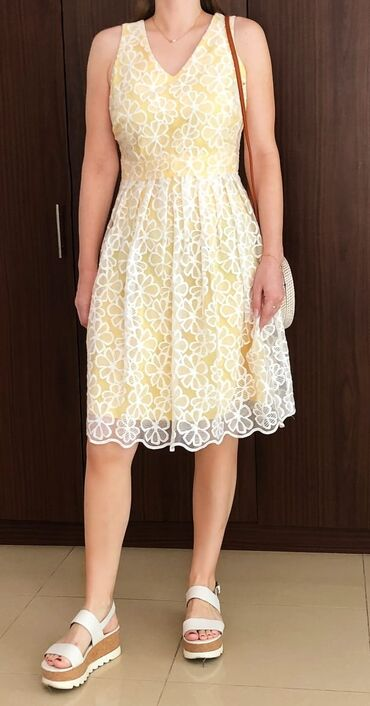 Продаю платье брала в Дубаи. Размер европейский 38. Цена 3000 сом