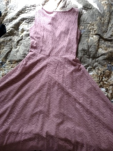 фиолетовое платье в пол в Кыргызстан: Продаю вечернее, гипюровое платье сиреневого цвета в пол. Размер 44-48